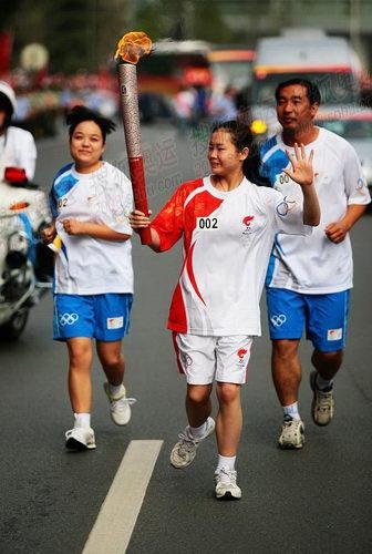 体操冠军程菲传圣火
