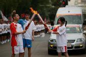 组图:奥运圣火在武汉传递 48棒火炬手传递圣火