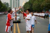 组图:奥运圣火武汉传递