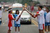 组图:奥运圣火在武汉传递 117棒火炬手传圣火