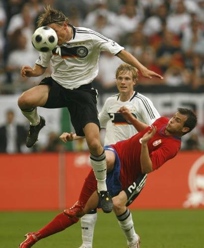 图文:热身赛德国2-1塞尔维亚 弗林斯头顶脚踢