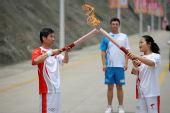 组图:奥运圣火在宜昌传递 188棒火炬手传圣火