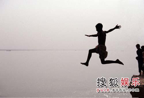 《恒河-水之壤》剧照