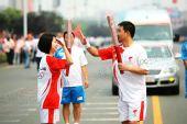 组图:搜狐网王慧芳在荆州传递北京奥运会圣火