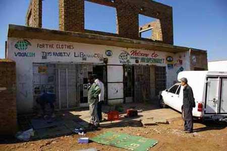 南非部分受排外骚乱袭击的华人店铺拟重新营业