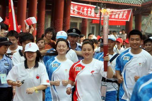 第二棒火炬手羽毛球世界冠军龚智超