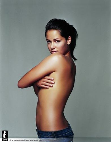 图文:伊万公布最新写真 为公益全裸出镜