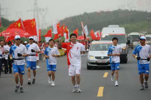 上海大众奥运火炬手刘正琛绩溪传递奥运圣火