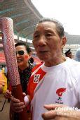 图文:94高龄火炬手长沙传递奥运圣火
