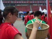 组图:奥运火炬传递长沙站 闭幕仪式的绿色使者