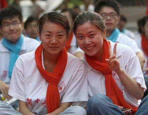 为奥运加油大学女生