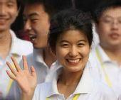 组图:火炬传递长沙站 湖南大学女生也来祝奥运