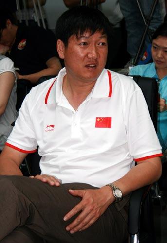 图文:李宁公布奥运会服装 射箭中心主任高志丹