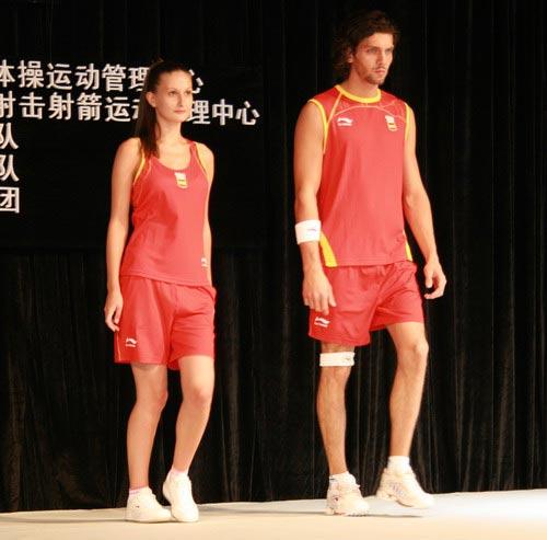 设计 西班牙队/图文:李宁公布奥运会服装西班牙队比赛服2