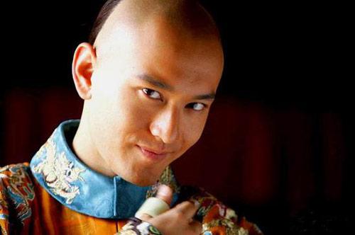 """尽管争议颇多,但黄氏韦小宝的""""帅""""是无可挑剔的"""