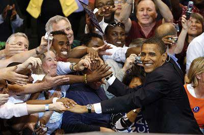 昨日,美国民主党总统候选人奥巴马抵达明尼苏达的总统初选集会地。新华/路透 图