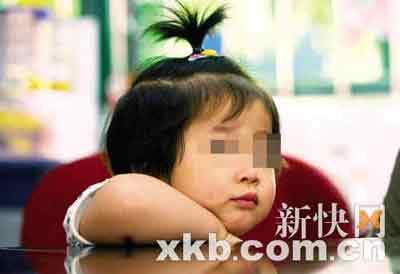 ■被打过量疫苗的钟欣桐。王小明/摄