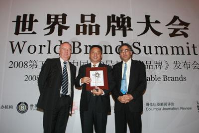 世界品牌实验室为深航颁发奖牌和证书