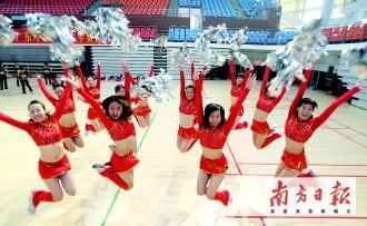 热情似火的拉拉队员们说一定要在奥运会献上最动情的表演。
