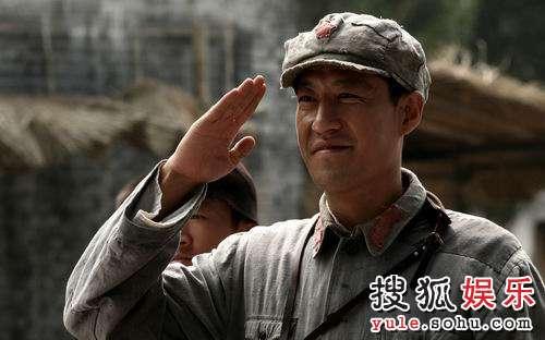 """游击队队长""""曲虎""""(于震饰)"""