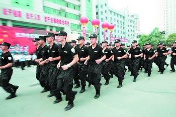 昨日,200名长沙特警启程奔赴四川。石祯专