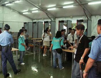 警方呼吁传媒和市民,切勿携带违禁品入场,否则会被警方调查。(图片来源:大公报)
