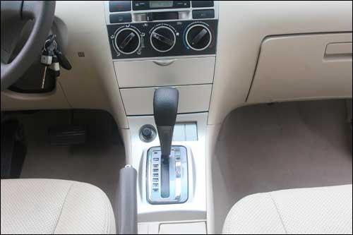 比亚迪f3r自动档两厢车内饰曝光 组图高清图片