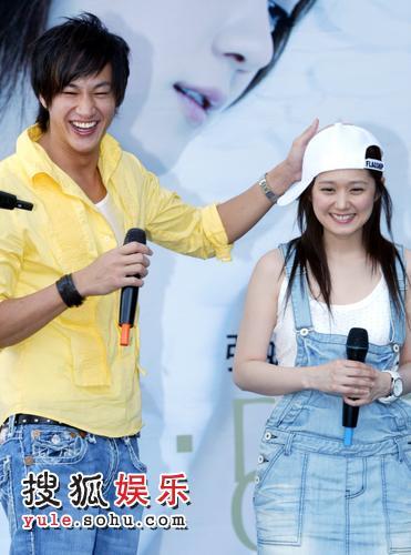 何润东与张娜拉出席活动