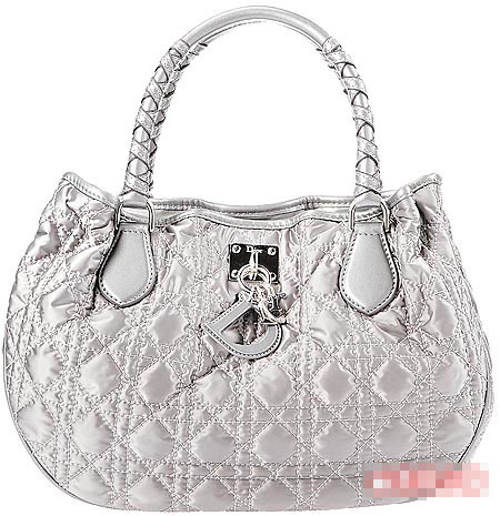 Dior Charming包采特殊化缎面材质。8325元