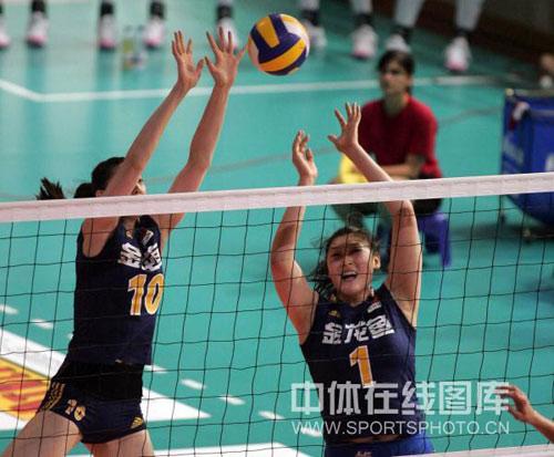 图文:瑞士赛中国女排3-0荷兰 薛明王一梅拦网