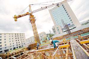 """一度蓬勃发展的越南楼市在过去一年遭遇楼价""""跳水""""的困境。图为胡志明市一个建筑工地"""