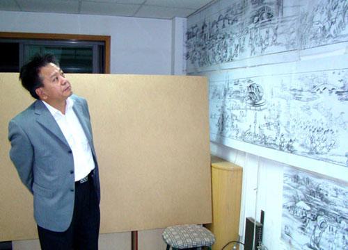 赵蓬奇会长审阅《中华奥运梦》(国画)长卷设计稿