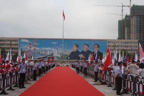 2--民族广场铺设了红地毯