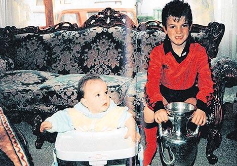 范德瓦特5岁时就曾亲手抚摸德劳内杯