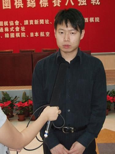 图文:富士通杯中国棋手大捷 刘星赛后接受采访