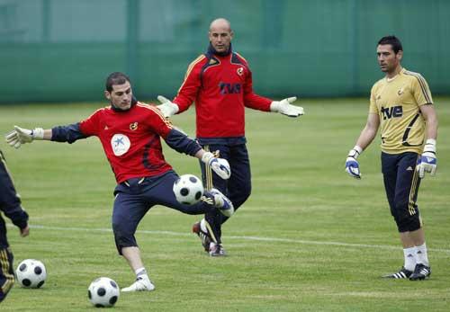 图文:[欧洲杯]西班牙集训 卡西利亚斯