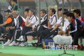 图文:国足0-1卡塔尔 教练席一片寂静