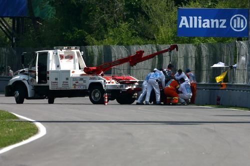 图文:[F1]加拿大站末次练习 维特尔发生撞车