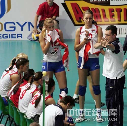 图文:古巴女排3-1塞尔维亚 塞尔维亚主帅