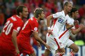 图文:2008欧洲杯瑞士0-1捷克 罗泽纳尔在场上