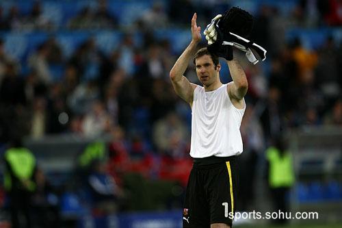 图文:2008欧洲杯瑞士0-1捷克 门将鼓掌
