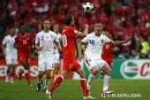 图文:2008欧洲杯瑞士0-1捷克 雅金拼抢