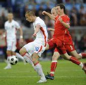 图文:[欧洲杯]瑞士0-1捷克 斯弗科斯准备射门