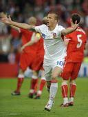 图文:[欧洲杯]瑞士0-1捷克 斯弗科斯庆祝进球