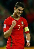 图文:欧洲杯葡萄牙2-0土耳其  队长小小罗