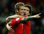 图文:葡萄牙2-0完胜土耳其 梅莱雷斯拥抱队友
