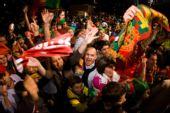 图文:欧洲杯葡萄牙2-0土耳其 葡队球迷庆祝