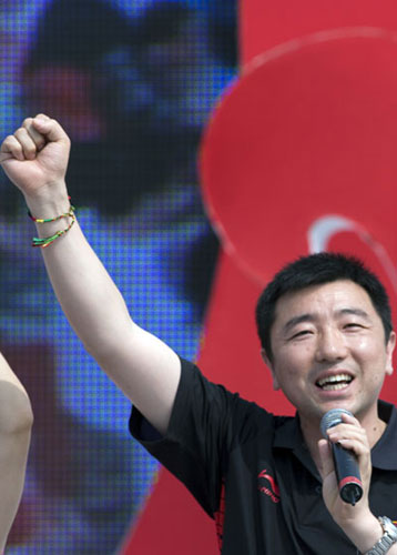 杨凌教现场观众文明加油的口号和手势