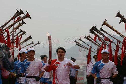 9--最后一棒到达,瑶族的长笛吹起