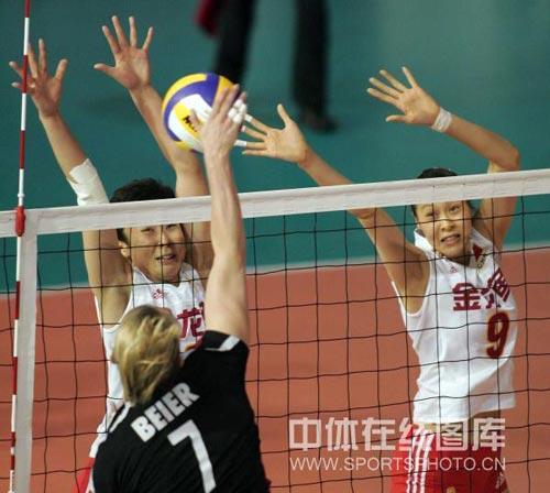 图文:瑞士赛女排3-1德国 冯坤赵蕊蕊拦网